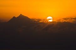 Lever de soleil à la montagne sainte Athos dans Chalkidiki Photographie stock