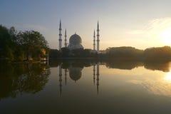 Lever de soleil à la mosquée de tache floue Image libre de droits