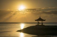 Lever de soleil à la plage Bali de Karang image libre de droits