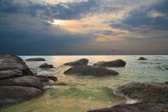 Lever de soleil à la plage de Huahin, Thaïlande Images libres de droits