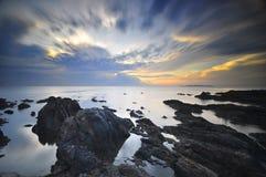 Lever de soleil à la plage Malaisie de Pandak Photo libre de droits