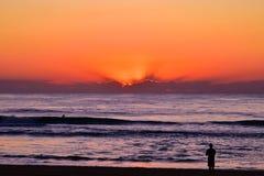 Lever de soleil à la plage de paradis de surfers photo stock