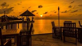 Lever de soleil à la station de vacances Maldives de quatre saisons chez Kuda Huraa images libres de droits