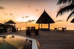 Lever de soleil à la station de vacances Maldives de quatre saisons chez Kuda Huraa photos stock