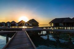 Lever de soleil à la station de vacances Maldives de quatre saisons chez Kuda Huraa photographie stock libre de droits