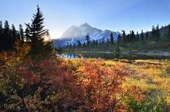Lever de soleil à Mt Shuksan photographie stock