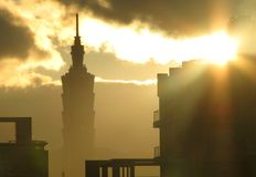 Lever de soleil à Taïpeh, Taïwan, les 101 Photo libre de droits