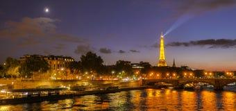 Tour eiffel paris la belle soir e d 39 automne photo stock image du europe monument 107806680 - Lever et coucher du soleil paris ...