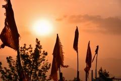 Lever de soleil à un temple dans Rishikesh, Inde Photos libres de droits