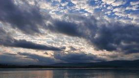 Lever de soleil égéen nuageux en automne 04 clips vidéos