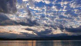 Lever de soleil égéen nuageux en automne 01 banque de vidéos