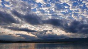 Lever de soleil égéen nuageux en automne 03 banque de vidéos
