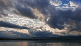 Lever de soleil égéen nuageux en automne 05 clips vidéos