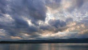 Lever de soleil égéen obscurci en automne 01 banque de vidéos