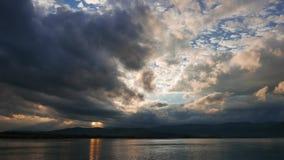 Lever de soleil égéen obscurci en automne 05 banque de vidéos