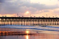 Lever de soleil atlantique nuageux Image libre de droits
