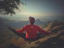 lever de soleil de attente sur le dessus de la colline de cumbri images libres de droits