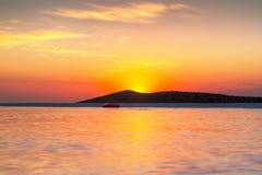 Lever de soleil au compartiment de Mirabello sur Crète Photographie stock libre de droits