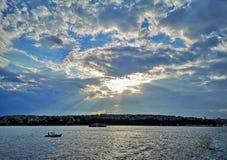 Lever de soleil au-dessus de Bosphorus photo stock