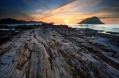 Lever de soleil au-dessus d'île de récif Images stock