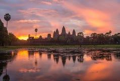 Lever de soleil au-dessus d'Angkor Wat Photo libre de droits