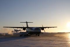 Lever de soleil au-dessus d'avion dans l'admission de Rankin Images stock