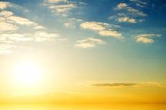 Lever de soleil au-dessus d'océan. photos stock