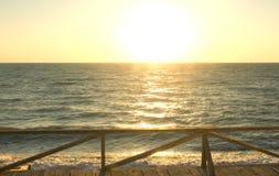 Lever de soleil au-dessus d'océan Photographie stock