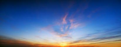 Lever de soleil au-dessus d'océan Image stock
