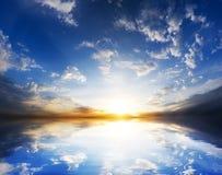 Lever de soleil au-dessus d'océan Photos stock