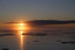 Lever de soleil au-dessus de banquise d'océan Photo libre de droits