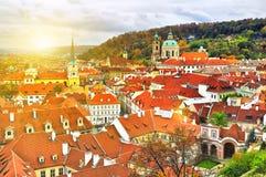 Lever de soleil au-dessus de château de Prague photographie stock