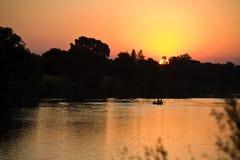 Lever de soleil au-dessus de fleuve de Sacramento Photos stock