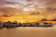 Lever de soleil au-dessus de jetée de mastication à Penang image libre de droits