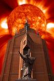 Lever de soleil au-dessus de l'église Images libres de droits
