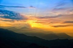 Lever de soleil au-dessus de l'Himalaya Image stock
