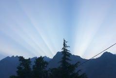 Lever de soleil au-dessus de l'Himalaya Images stock