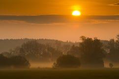 Lever de soleil au-dessus de l'horizontal image libre de droits