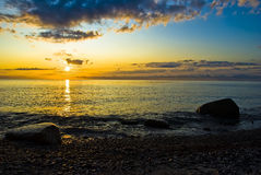 Lever de soleil au-dessus de l'océan à l'île de ruegen Images libres de droits