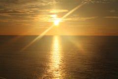 Lever de soleil au-dessus de l'océan 4 Images libres de droits