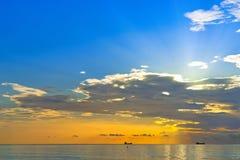 Lever de soleil au-dessus de l'Océan Atlantique Images stock