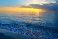 Lever de soleil au-dessus de l'Océan Atlantique Images libres de droits