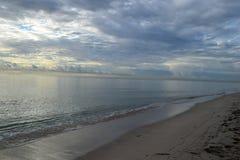 Lever de soleil au-dessus de l'océan en Floride Image stock