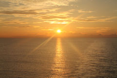 Lever de soleil au-dessus de l'océan 13 Images libres de droits