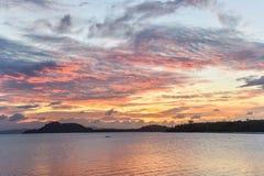Lever de soleil au-dessus de la mer d'Andaman photographie stock libre de droits