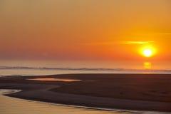 Lever de soleil au-dessus de la plage et de l'océan chez Corson& x27 ; admission de s Image libre de droits