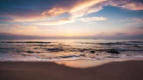 Lever de soleil au-dessus de la plage, vidéo