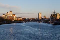 Lever de soleil au-dessus de la rivière de Liffey Photographie stock libre de droits