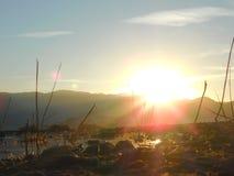 Lever de soleil au-dessus de lac Images stock