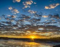 Lever de soleil au-dessus de lac Allatoona Images libres de droits
